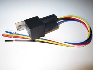 "30 Amp Automotive Relay with 12"" Socket & Pigtail (Metal Tab)"